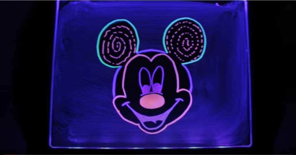 Drawing Mickey Mouse on Light Up Kids' Drawing Board